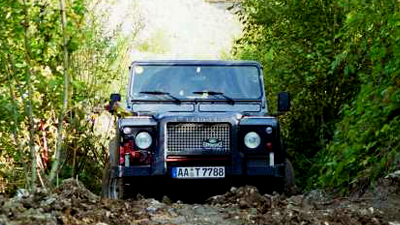 Offroad - ab in den Dreck! | Travel Trophy Land Rover Defender fahren